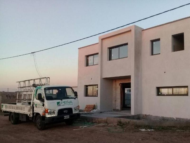 Instalación de aberturas de aluminio para obra en Deán Funes